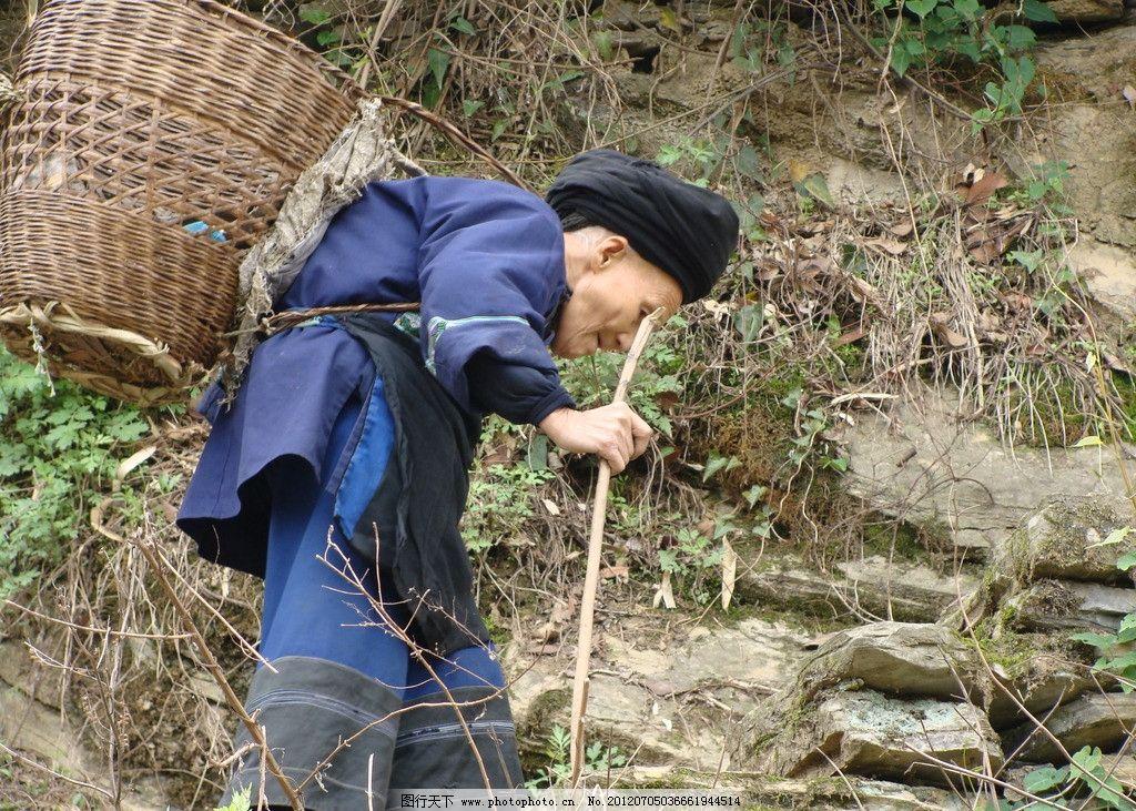 老人 老婆婆 上山 背影 拐杖 老年人物 人物图库 摄影 72dpi jpg