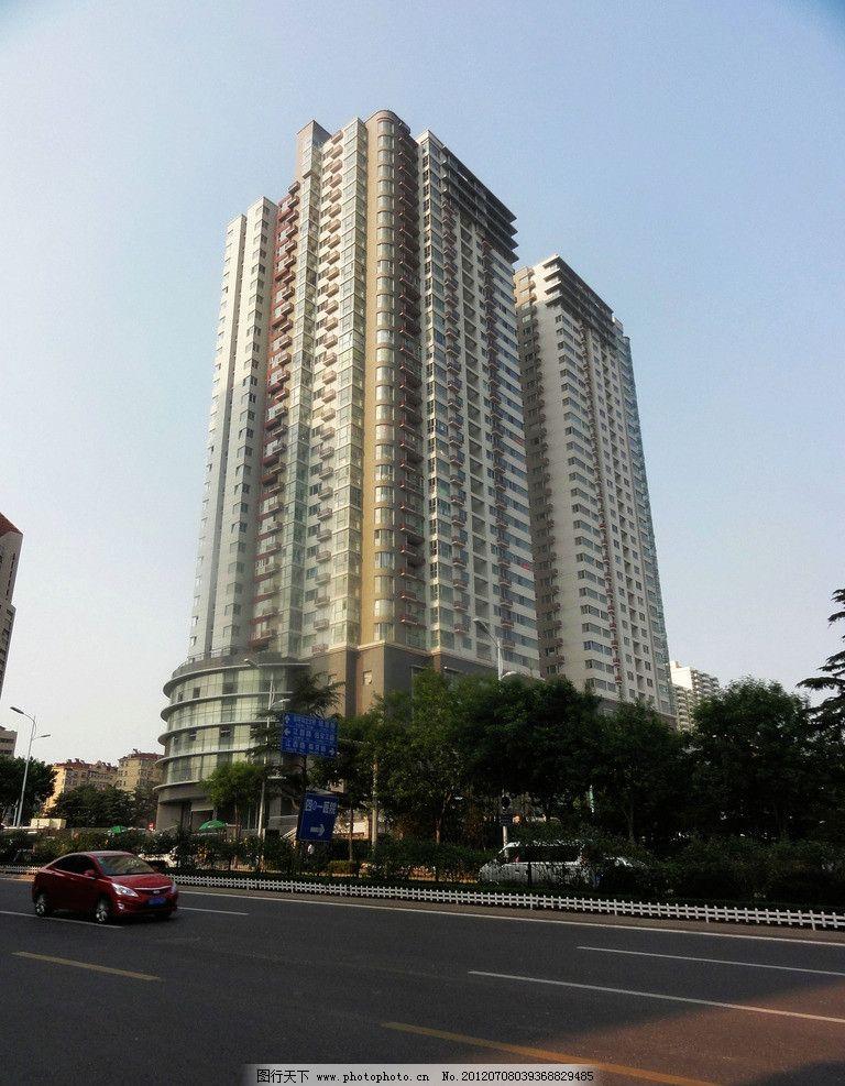 青岛建筑 高楼 树木 马路 汽车 隔栏 指示牌 室内摄影 建筑园林 摄影