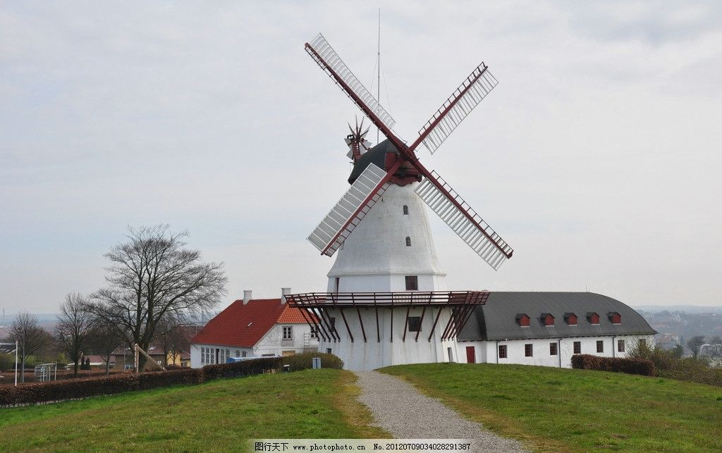 城市建筑 建筑 树木 道路 风车 城市景观 丹麦风光 田野 国外旅游