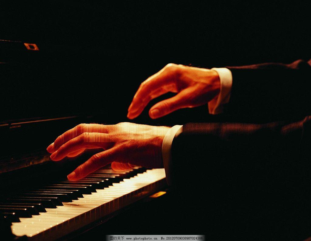 钢琴演奏图片