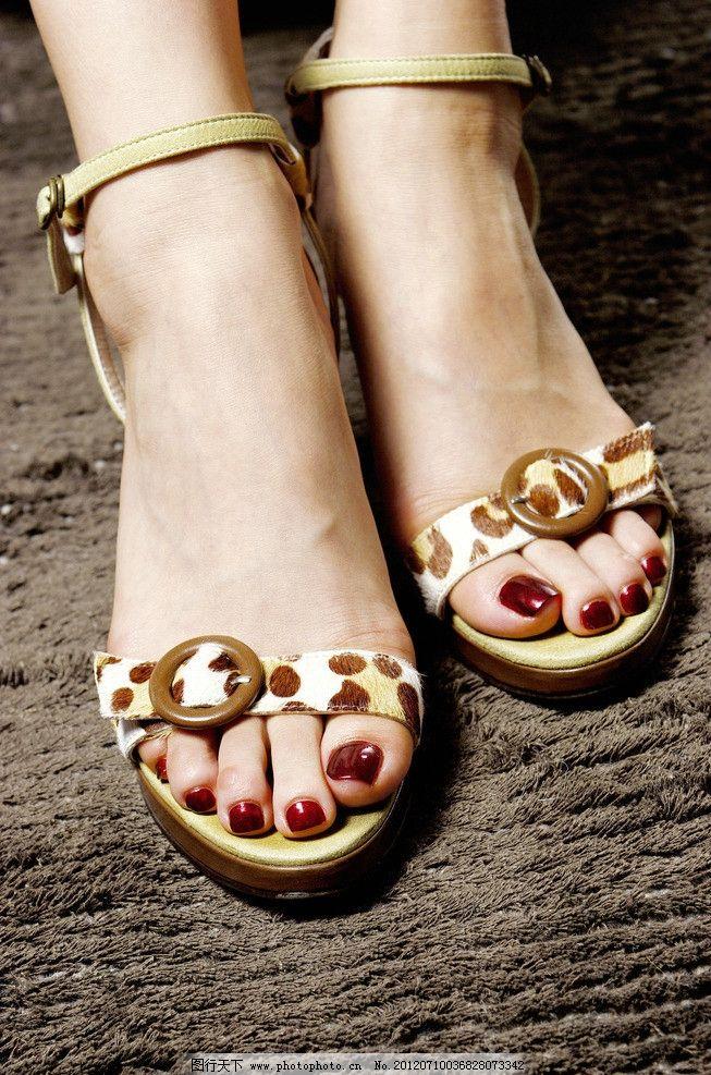 美甲 凉鞋 拖鞋 脚指甲 红指甲 脚指头 女性女人 人物图库 摄影 350dp图片