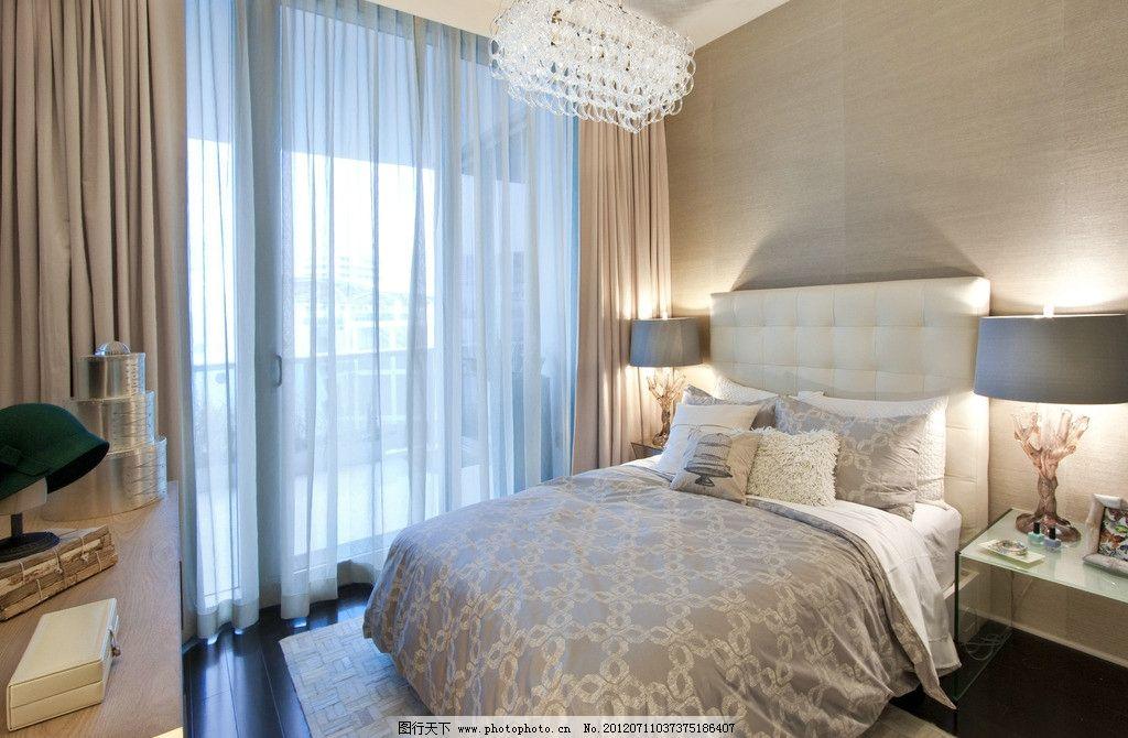 女孩房间 水晶吊灯 树形台灯 床褥 落地窗户 温馨 家居类 家居生活