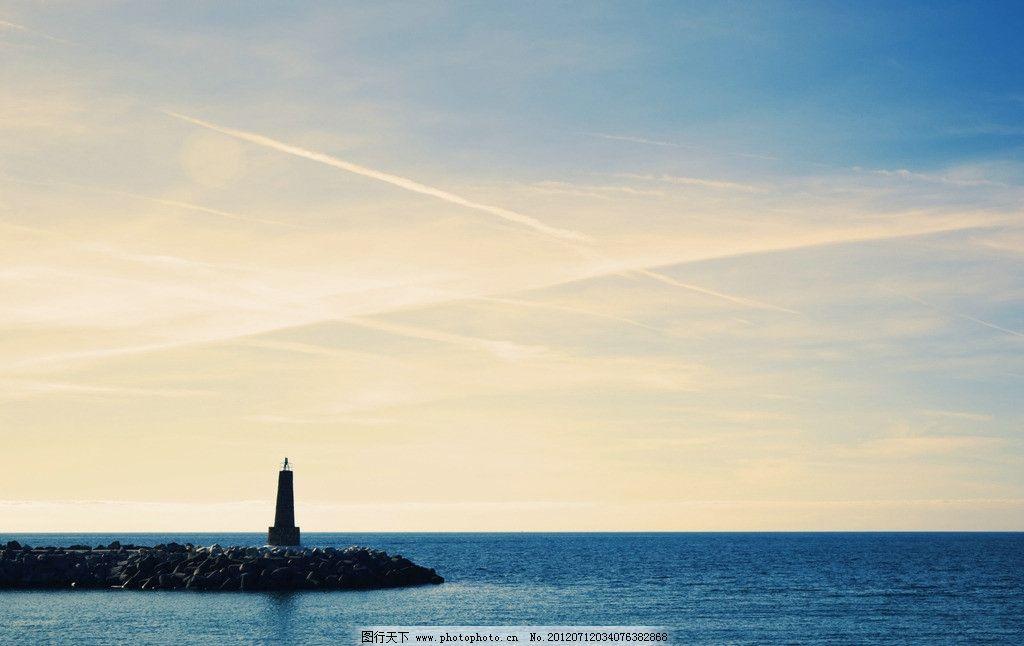海岸 灯塔 海水 大海 蓝天 白云 国外旅游 旅游摄影 摄影 300dpi jpg