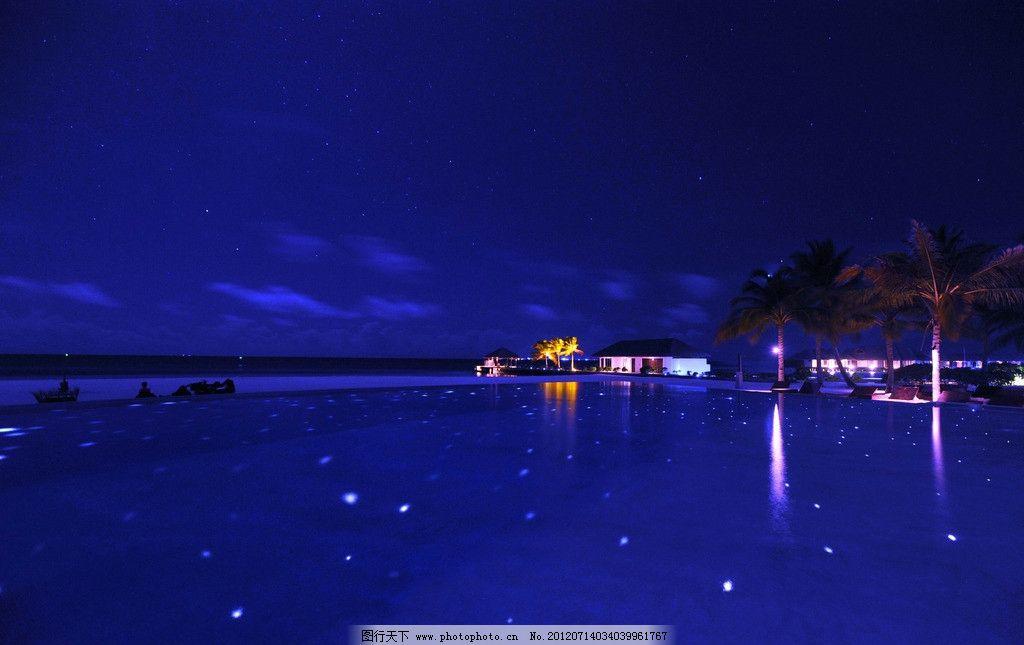 马尔代夫 蜜月岛 海上 夜景 椰树 小屋 灯光 大海 船只 天空 飘云