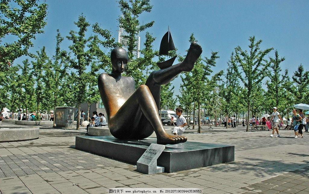 公园人体雕塑图片