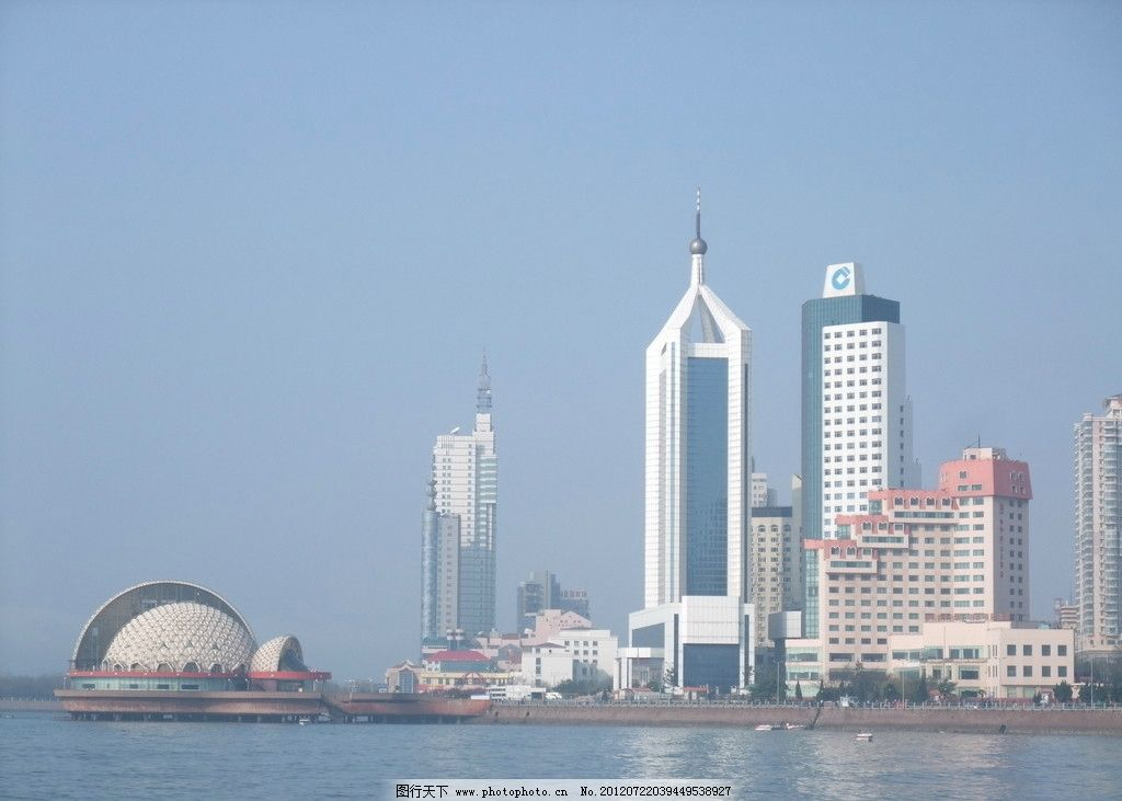 青岛海岸 青岛海边 建筑 高楼 大厦 蓝天 水面 倒影 建筑摄影