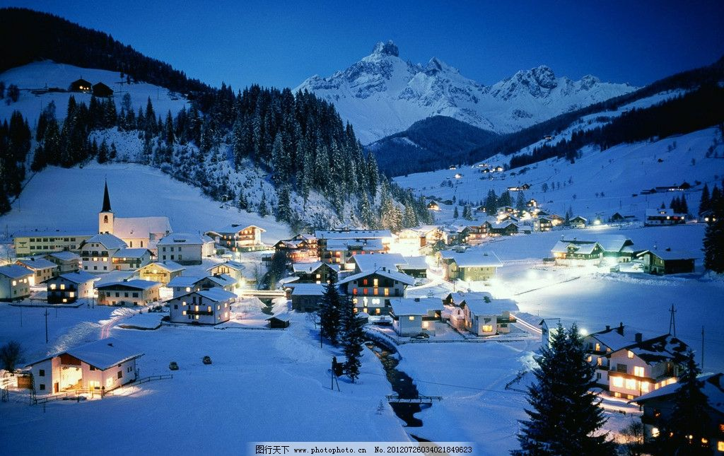 雪中的房子图片