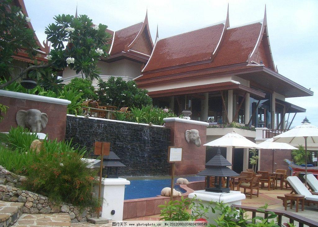 巴厘岛风光 巴厘岛 游泳池 流水壁 房屋 鸡蛋花 花盆 灯柱 休闲躺床