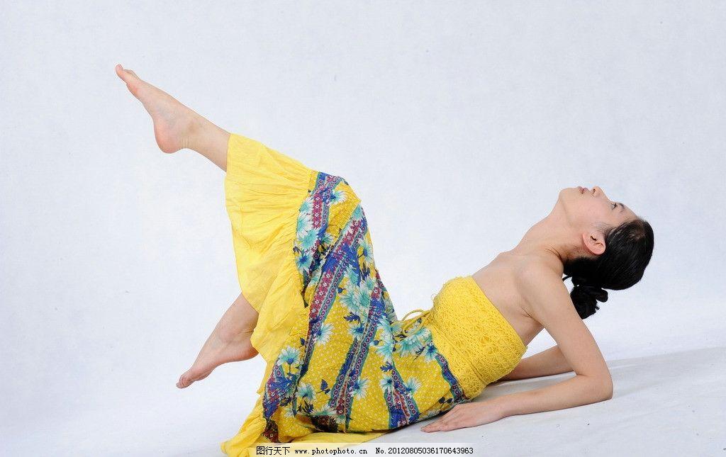 舞蹈女孩 女孩 芭蕾女孩 孔雀 雪白 学生 艺术学院 玉足 美足 可爱