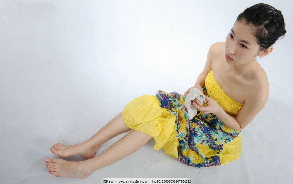 舞蹈女孩 芭蕾女孩 孔雀 雪白 学生 艺术学院 玉足 美足 可爱