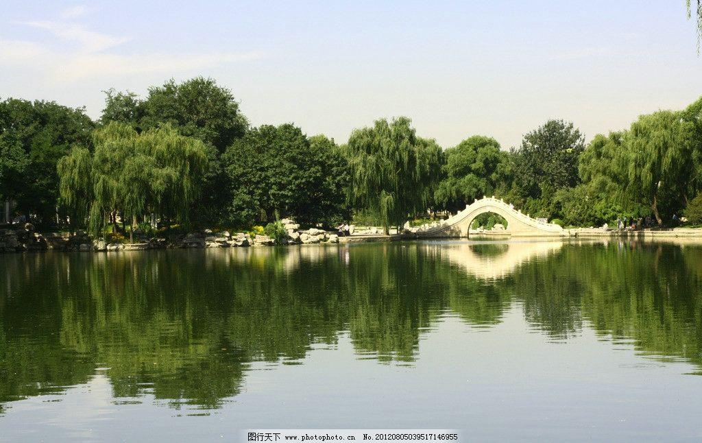 龙潭湖 公园 北京 湖面 天空 石桥 园林建筑 建筑园林 摄影 300dpi