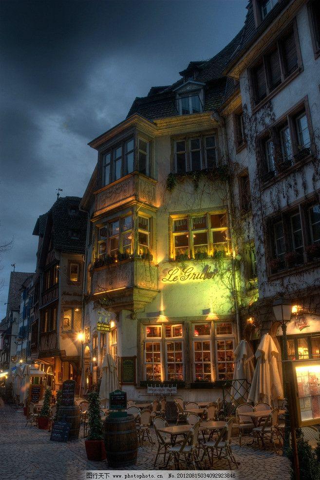 竖版街道夜景图片