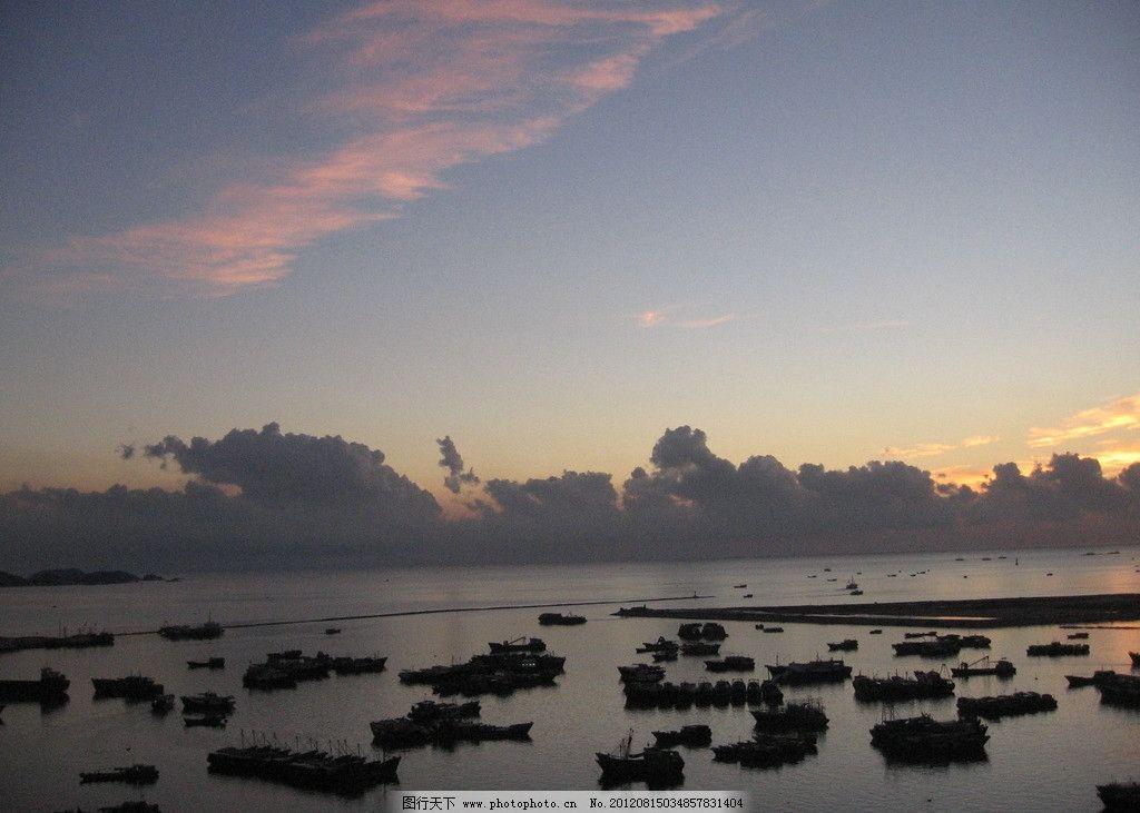 朝阳红 日出 大海 渔船 晨曦 红太阳 高山 自然风景 自然景观 摄影