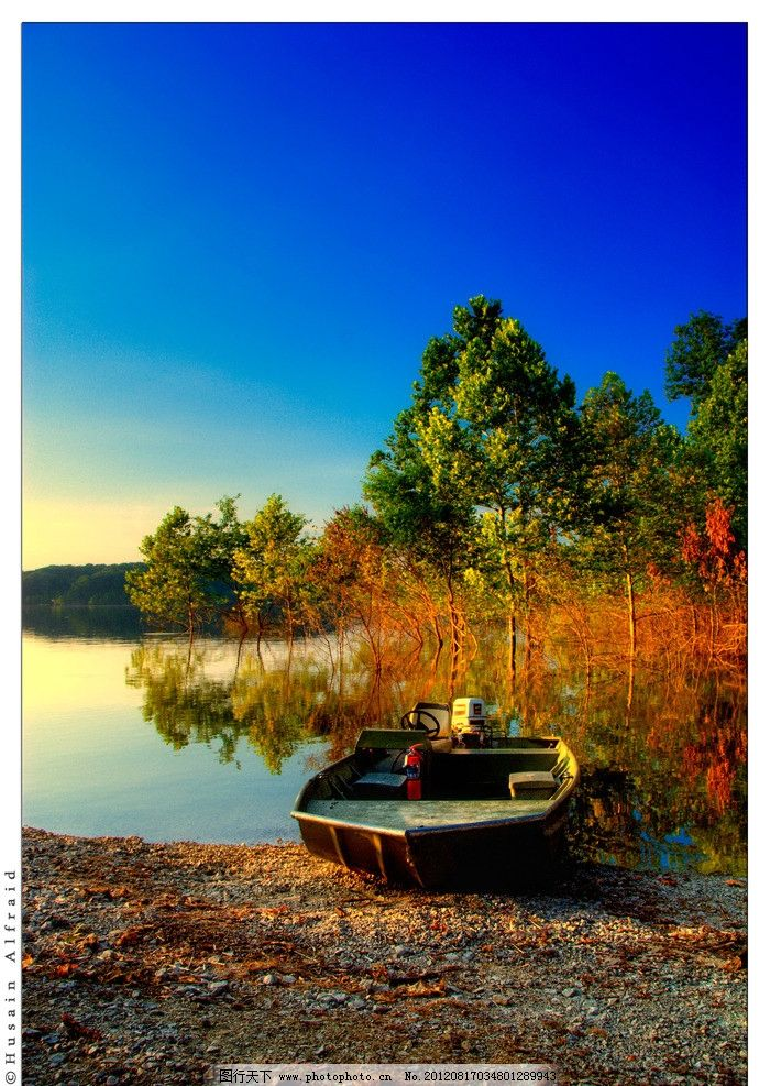 湖边 小船 停靠/湖边停靠小船图片