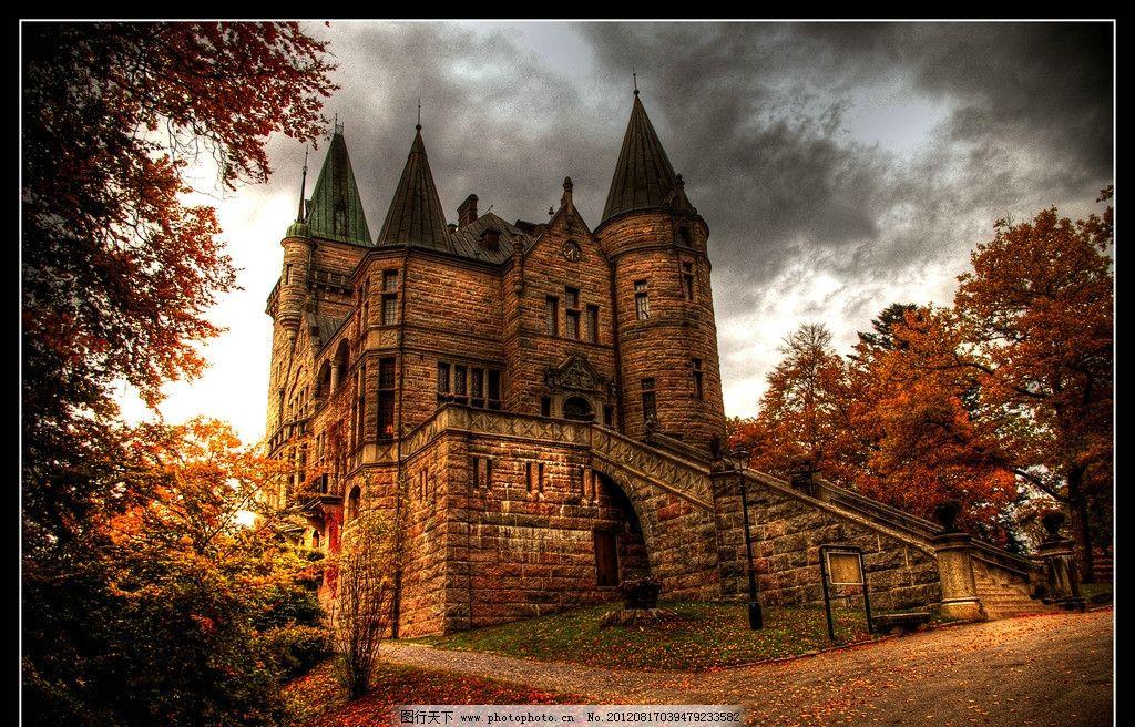 欧洲古城堡全景 欧洲 古代 城堡 树木 建筑摄影 建筑园林 摄影 300dp图片