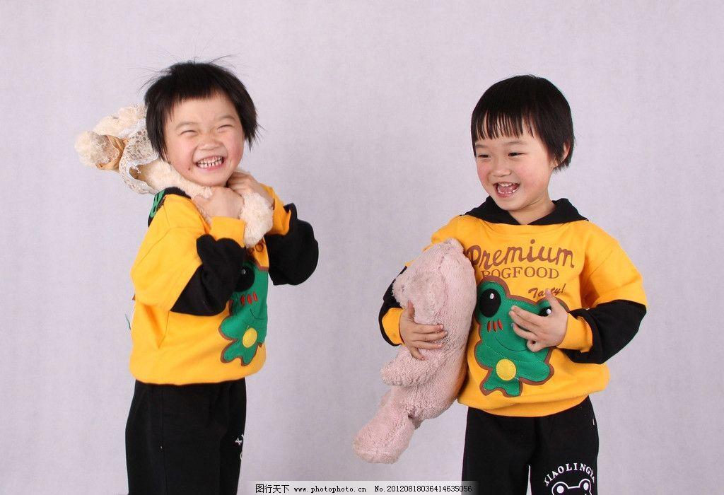 双胞胎姐妹 可爱双胞胎 5岁儿童 小女孩 双胞胎 儿童幼儿 人物图库