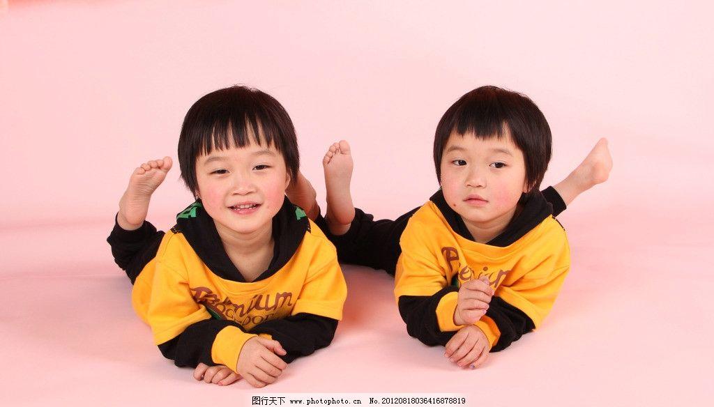 可爱女孩 可爱双胞胎 5岁儿童 双胞胎 儿童幼儿 人物图库 摄影 72dpi