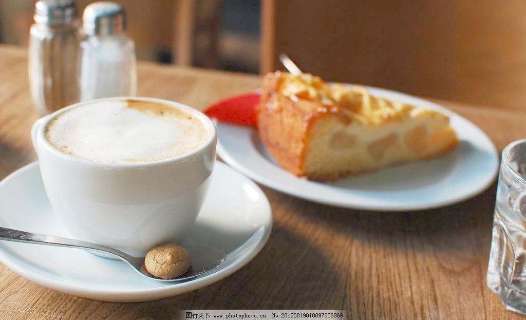 红奶茶酥面包欧式面包俯视图