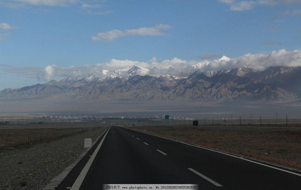 青海大柴旦雪山 青海 雪山 高原 高速公路 蓝天 白云 田园风光 自然