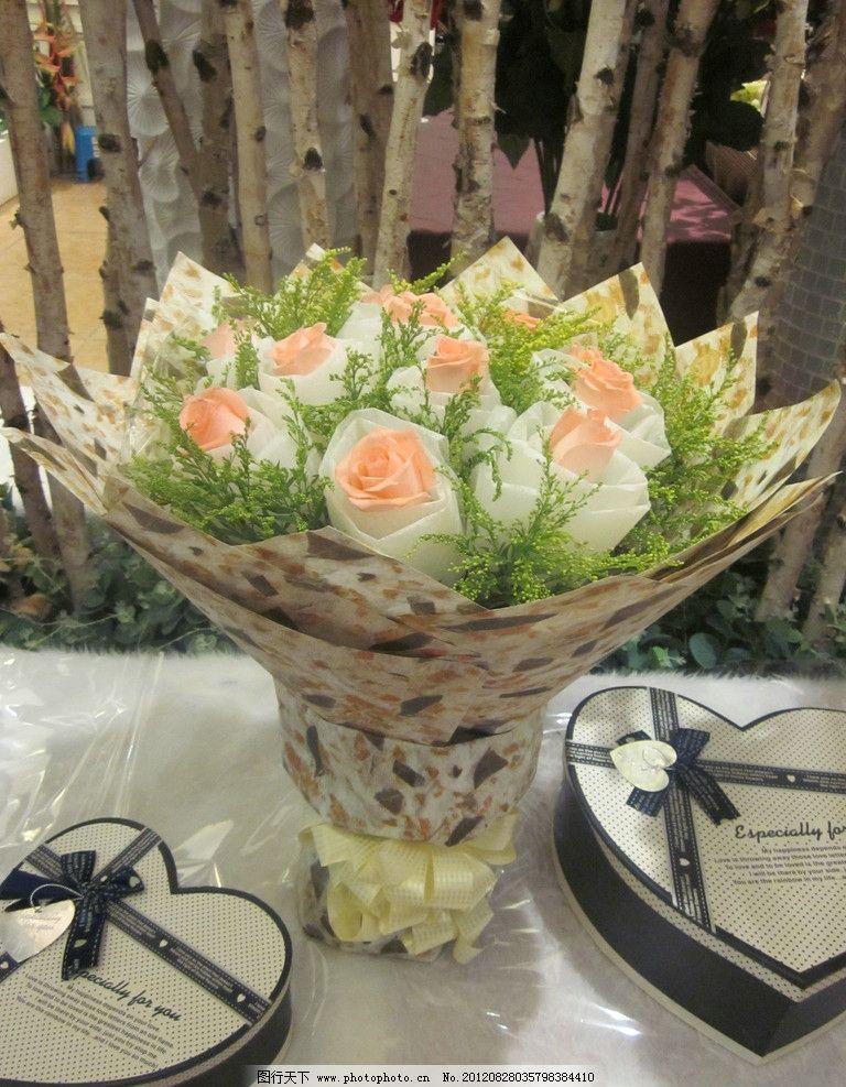 花束 香槟玫瑰 白色棉纸 黄英 包装纸 蝴蝶结 盒子 花草 生物世界