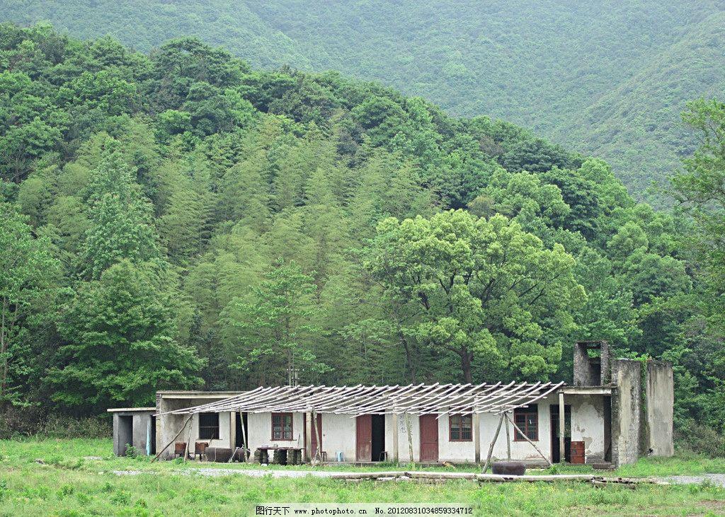 小破屋 树木 山恋 大山 草地 森林 自然景观 自然风景 自然风光