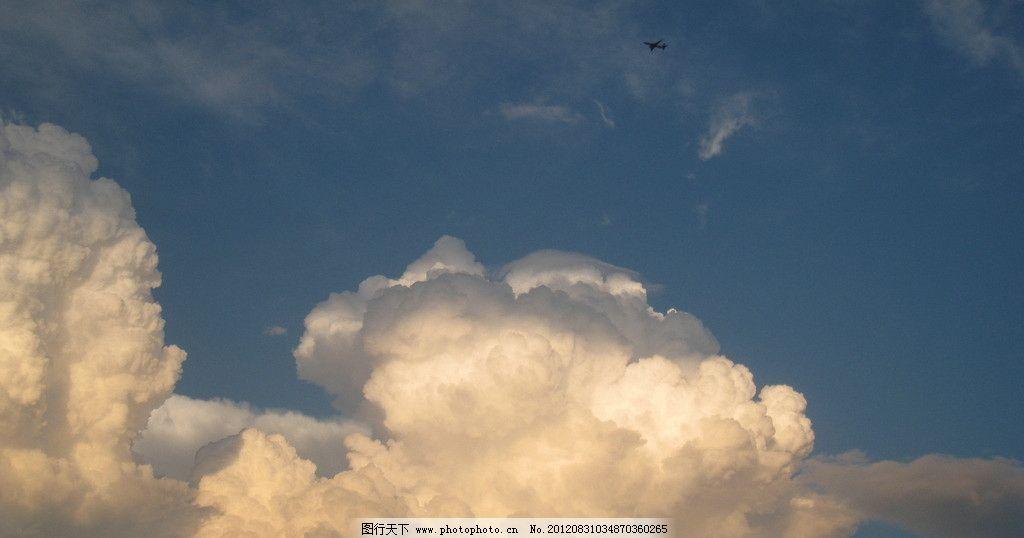 蘑菇云 蓝天 白云 飞机 积雨云 自然风景 自然景观 摄影 180dpi jpg