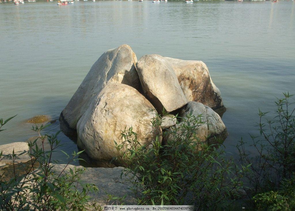 湖边的石头 湖边 石头 杂草 摄影美图 山水风景 自然景观 摄影 72dpi