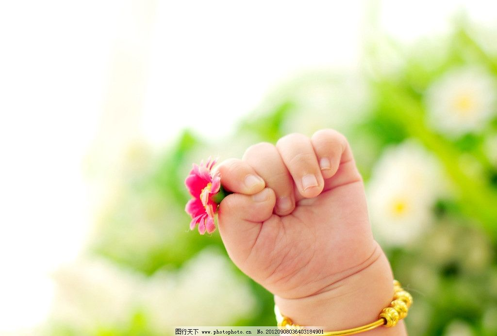 手部特写 幼儿 男宝宝 百日照 可爱宝宝 儿童摄影 儿童幼儿 人物图库
