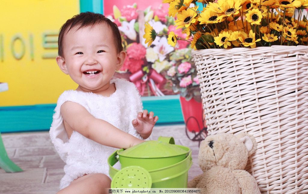 宝贝写真 儿童 宝贝 孩子 女孩儿 小孩子 笑脸 纯真 可爱 灿烂笑容