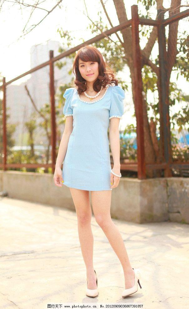 韩衣库服饰模特外景图 蓝色清新 韩系街拍图 韩国 服饰 女性女人 人物