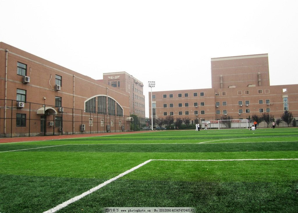 操场 学校操场 跑道 绿地 教学楼 围栏 建筑景观 自然景观 摄影 180