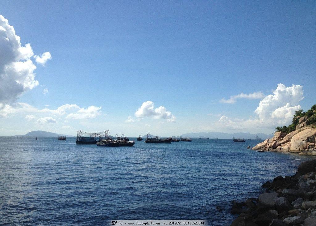 外伶仃岛海上的渔船图片