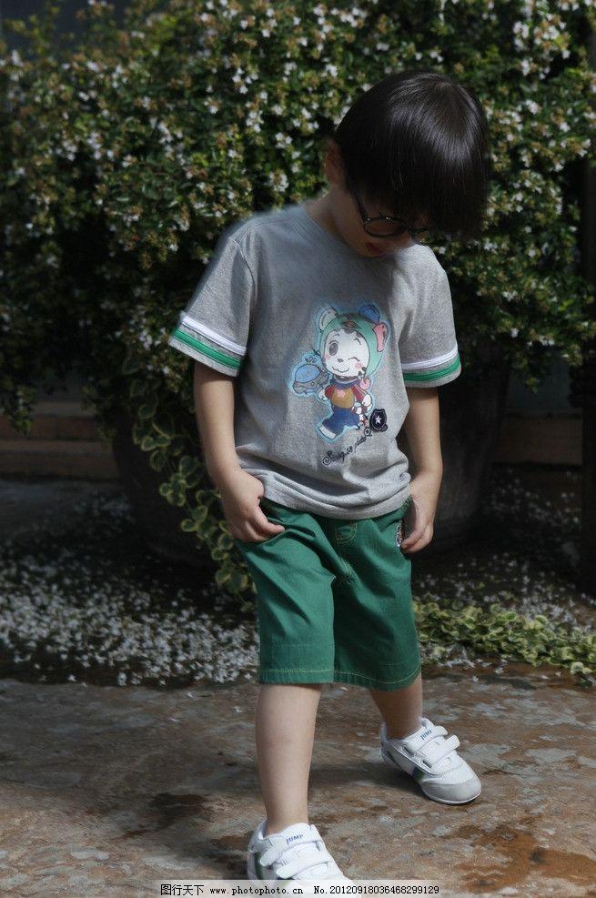 小男孩 男模 男童 模特 童装 帅哥 男孩 小朋友 儿童幼儿 人物图库