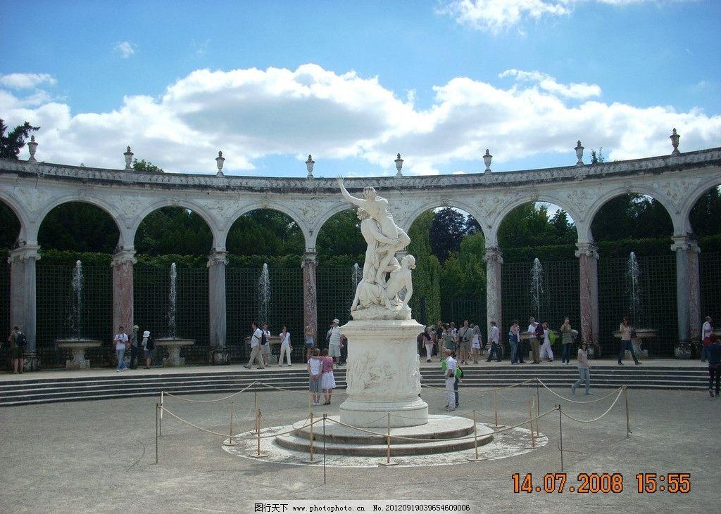 外国白色人像雕塑 喷泉 国外 雕塑 人像 石膏像 建筑园林 摄影 300dpi