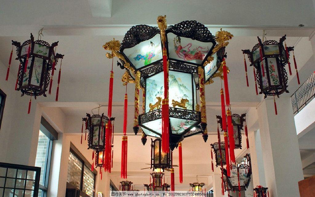 中式木艺八角吊穗手绘宫灯图片