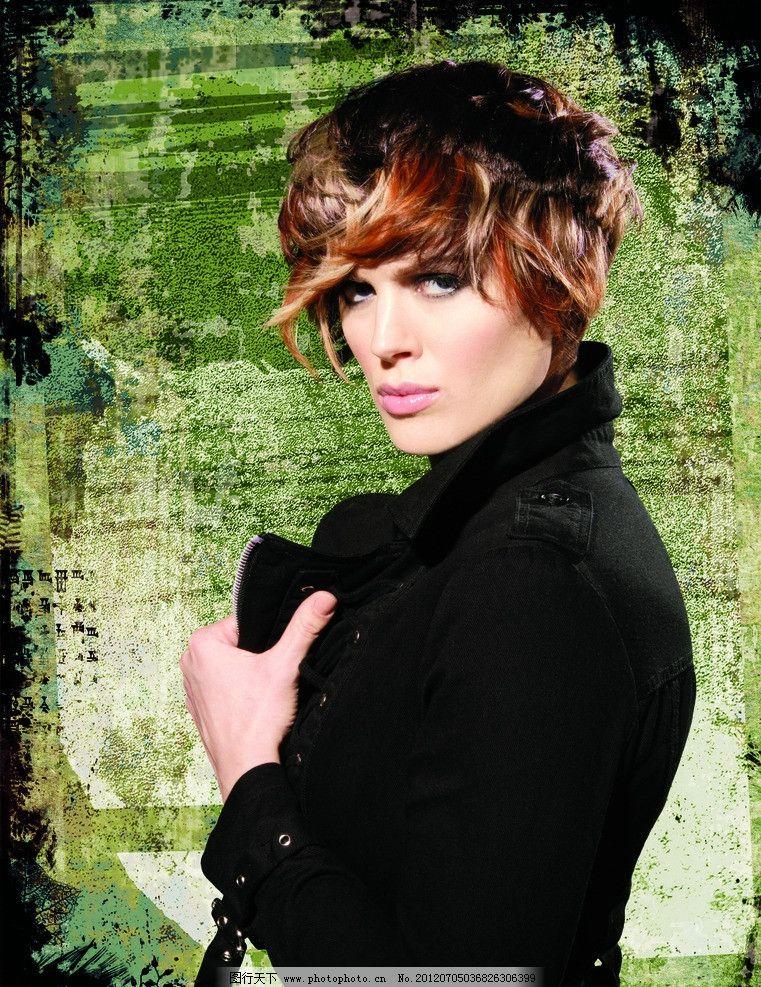卷发发型的女人图片_人物_高清素材-图行天下素材网